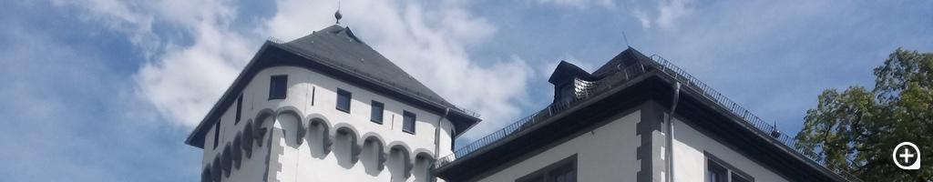 Barocke weiß-graue Farbfassung wiederhergestellt.