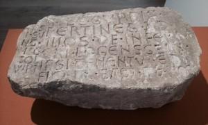 Stein mit Rechtsinschrift