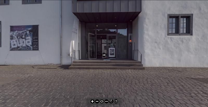 BUJA - Virtuellen Rundgang durch die Ausstellung ansehen.